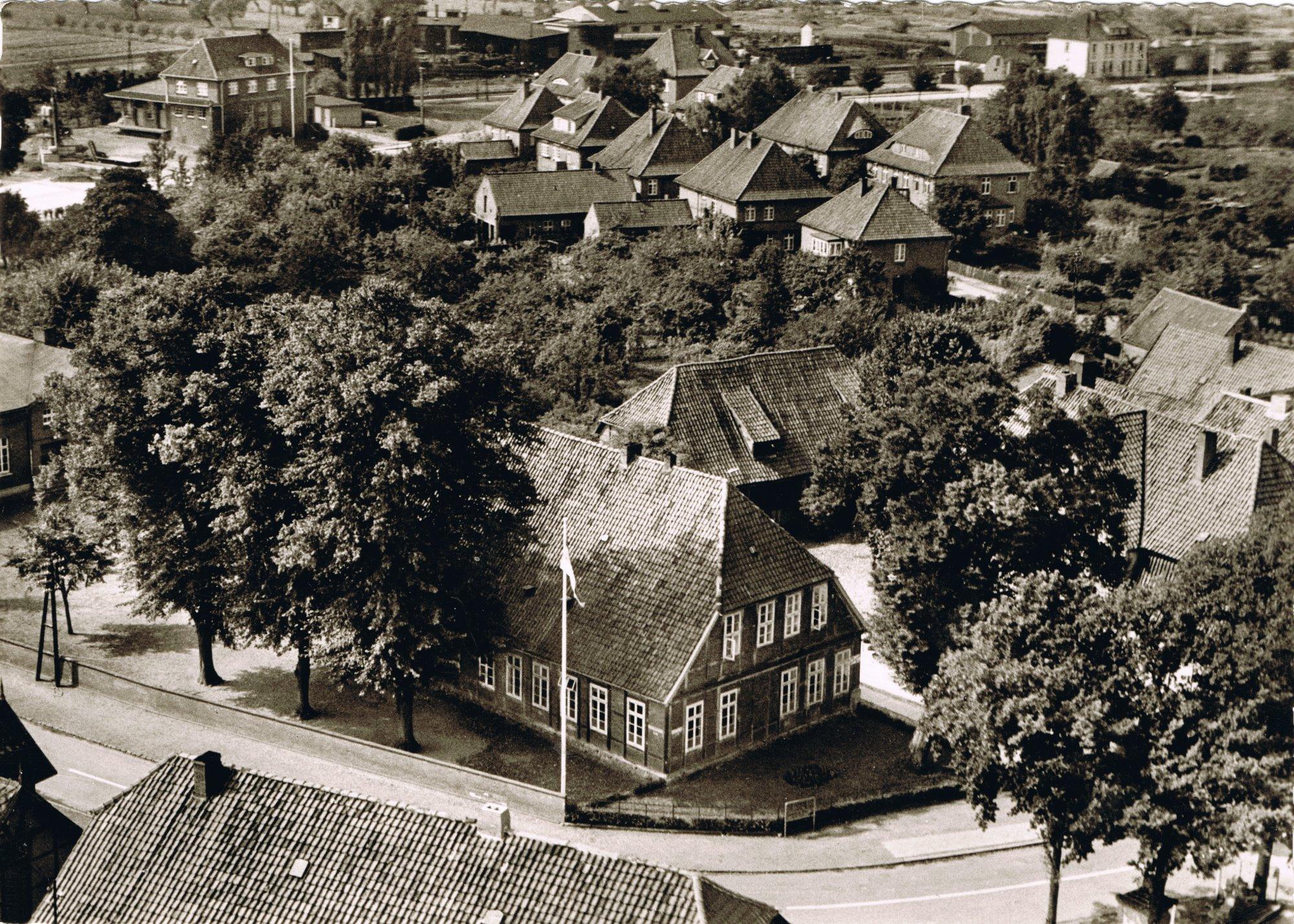 Volksschule - Luftaufnahme 1964
