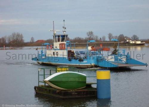 Fähre bei Hochwasser 2007