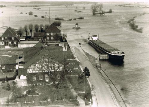 Bleckede Hafen bei Hochwasser