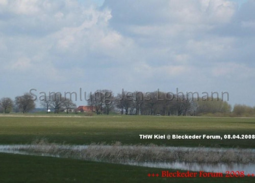 Blick über das Deichvorland zum Heisterbusch.