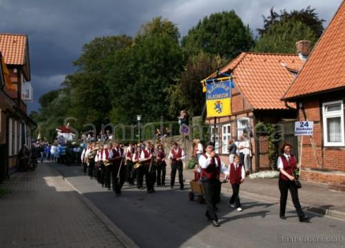 800 Jahre Umzug - Bleckeder Blasmusik