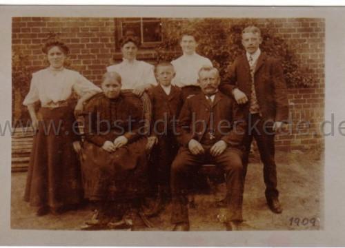 Unbekannte Familie 1909