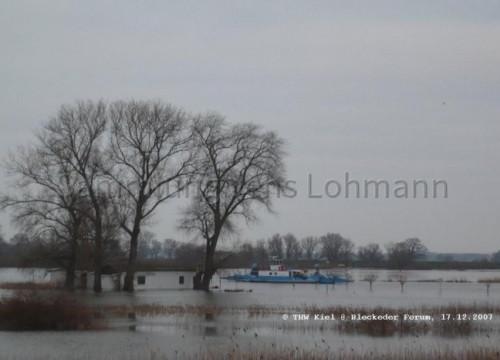 Hochwasser 2008 mit Fährhaus und Fähre
