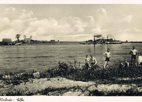 Jugendliche am Elbestrand 1936