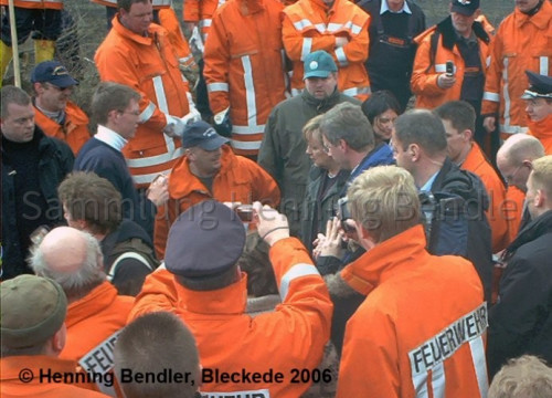 Hochwasser 2006 - Merkel in Alt Garge