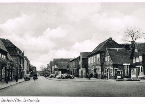 Breite Straße und Marktplatz mit Tankstelle