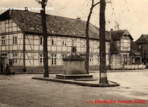 Kreuzung mit Kücken-Denkmal