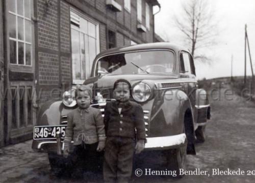 Kinder mit Auto in der Geheimrat-Brandes-Straße