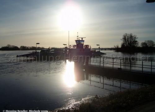 Fähre bei Hochwasser 2009