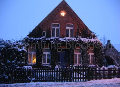 Weihnachtsstern am Haus 2010