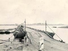 Ponton Brücke Elbe